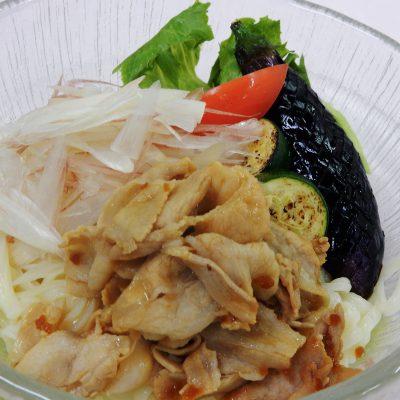 夏野菜の冷しスタミナうどん ¥1,463
